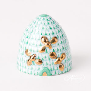 """Beehive w. Bees 5228-0-00 VHV Green Fish scale design. Herend fine china animal figurine. Handpainted. Height: 4.5 cm (1.75""""H)."""