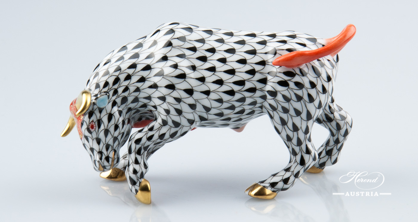 """Bull 15290-0-00 VHN Black Fish Scale decor. Herend Fine china animal figurine. Hand painted. Length: 12.5 cm (5""""L)"""