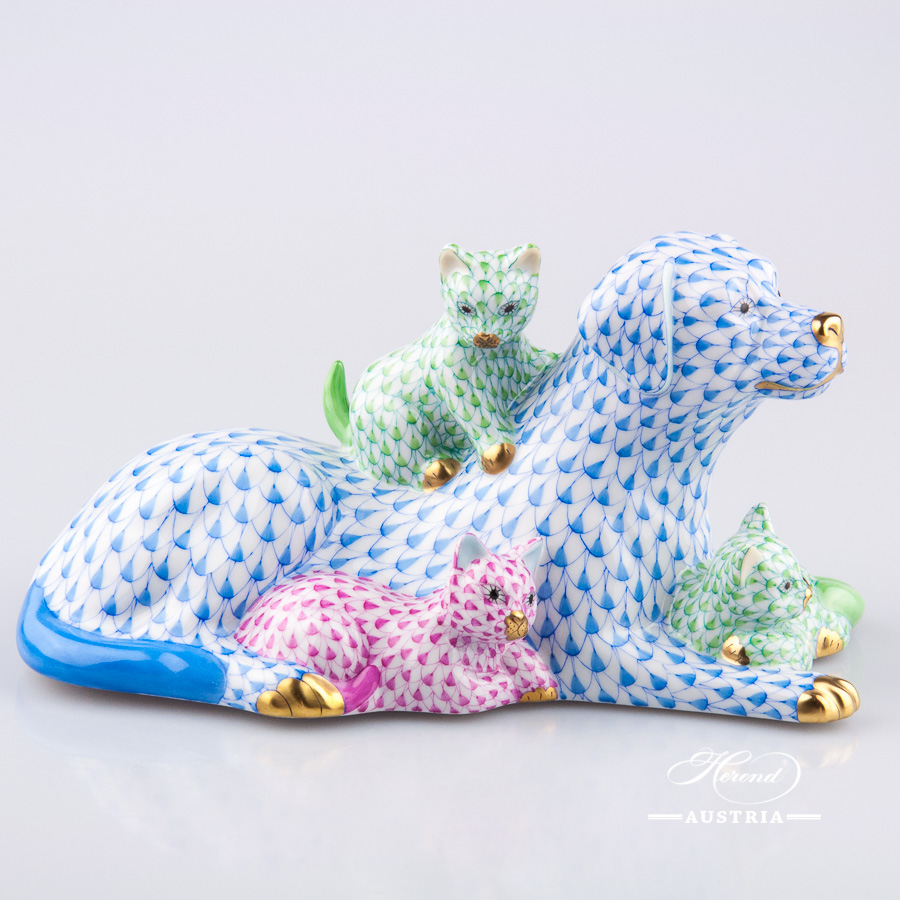 "Dog with Cats 15787-0-00 VHZ-13 Blue Fish Scale decor. Herend Fine china animal figurine. Hand painted. Length: 18.5 cm (7.2.5""L)"
