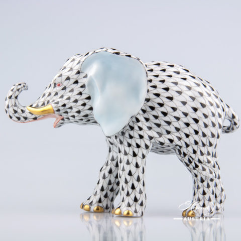 """Pig 15301-0-00 VHN Black Fish scale decor. Herend Fine china animal figurine. Hand painted. Length: 8.5 cm (3.5""""L)"""