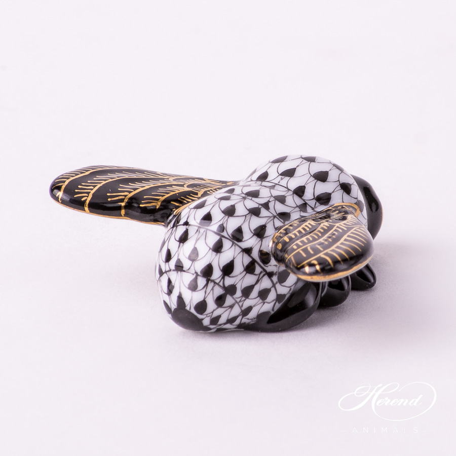 """Bee 15065-0-00 VHNMM Special Black Fish scale decor. Herend Fine china animal figurine. Hand painted. Length: 4.5 cm (1.75""""L)"""