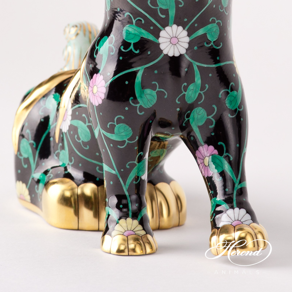 """Foo Dog(looking to the right) 15296-0-00 SN Siang Black design.Herend fine china animal figurine. Hand painted. Height 15 cm (6""""H)."""