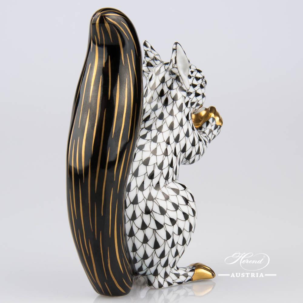 Red Squirrel 15388-0-00 VHNM Black - Herend Animal Figurine