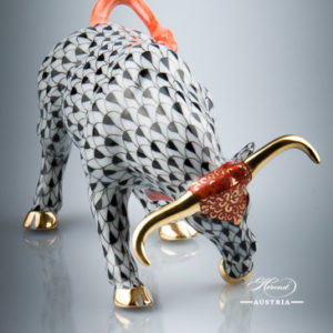 "Bull 15290-0-00 VHN Black Fish Scale decor. Herend Fine china animal figurine. Hand painted. Length: 12.5 cm (5""L)"