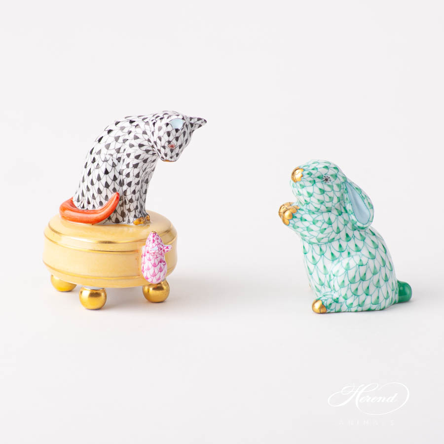 """Cat w. Mouse 5867-0-00 (VHN+VHP) Black and PurpleFish scale designs. Herend fine china animal figurine. Handpainted. Height 7 cm (2.75""""H)."""