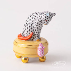 "Cat w. Mouse 5867-0-00 (VHN+VHP) Black and Purple Fish scale designs. Herend fine china animal figurine. Handpainted. Height 7 cm (2.75""H)."