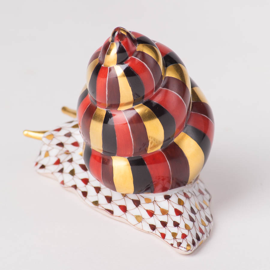 """Snail 15375-0-00 VHSP18 Special Burgundy Fish scaledesign.Herend fine china animal figurine. Handpainted. Length: 9.8 cm (4""""L)."""