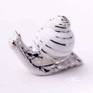 "Snail 15518-0-00 PTVH Platinum Fish Scale decor. Herend fine china animal figurine. Hand painted. Length: 4.6 cm (1.75""L)"