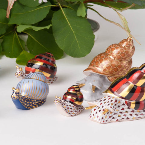 """Snail 15520-0-00 VHSP18 Special Burgundy Fish scaledesign.Herend fine china animal figurine. Handpainted. Length: 7.6 cm (3""""L)."""