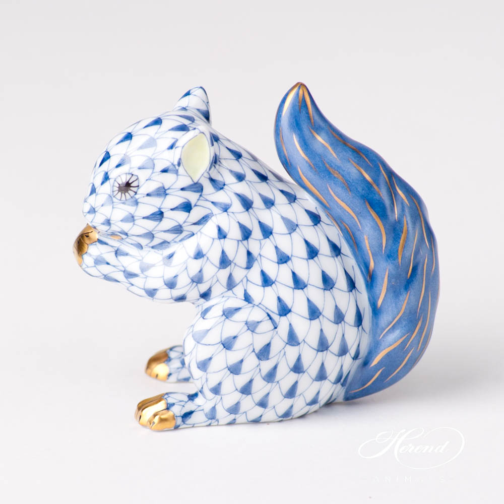 """scale design.Herend fine china animal figurine. Hand painted. Height 14.5 cm (5.75""""H)."""