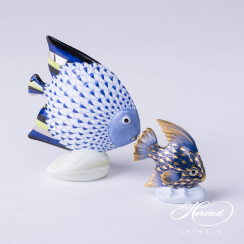 "Fish 15893-0-00 VHFB-PT Navy Blue with Platinum - Herend Fine china Animal Figurine. Hand painted. Height: 10.5 cm - (4.1""H)."