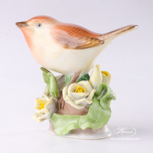 "Bird on Roses 5126-0-00 C Naturalistic decor. Herend fine china animal figurine. Hand painted. Height: 9.0 cm (3.5""H)"