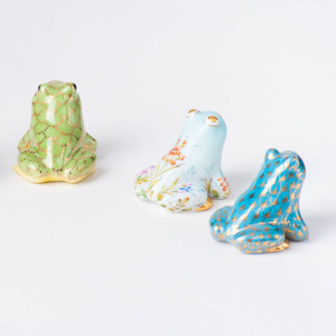 """Frog 15975-0-00 VHTQ-OR Gold Fish scale w. Turquoise design. Herend fine china animal figurine. Hand painted. Length 3.5 cm (1.5""""L)."""