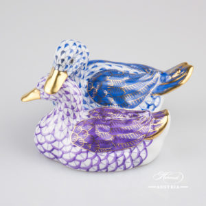 "Pair of Ducks 5036-0-00 VHBM+VHLM  Blue+Violet - Herend Fine china animal figurine. Hand painted. Height: 7.4 cm - (2.9""H)."