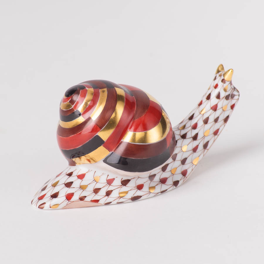 "Snail 15520-0-00 VHSP18 Special Burgundy Fish scale design. Herend fine china animal figurine. Handpainted. Length: 7.6 cm (3""L)."