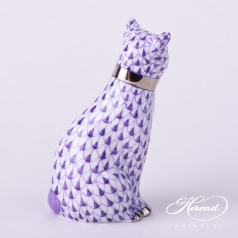 """Cat with Ribbon 15536-0-00 VHL-PT Lilac Fish Scale with Platinum decor. Herend Fine china animal figurine. Hand painted. Height: 8.6 cm (3.5""""H)"""