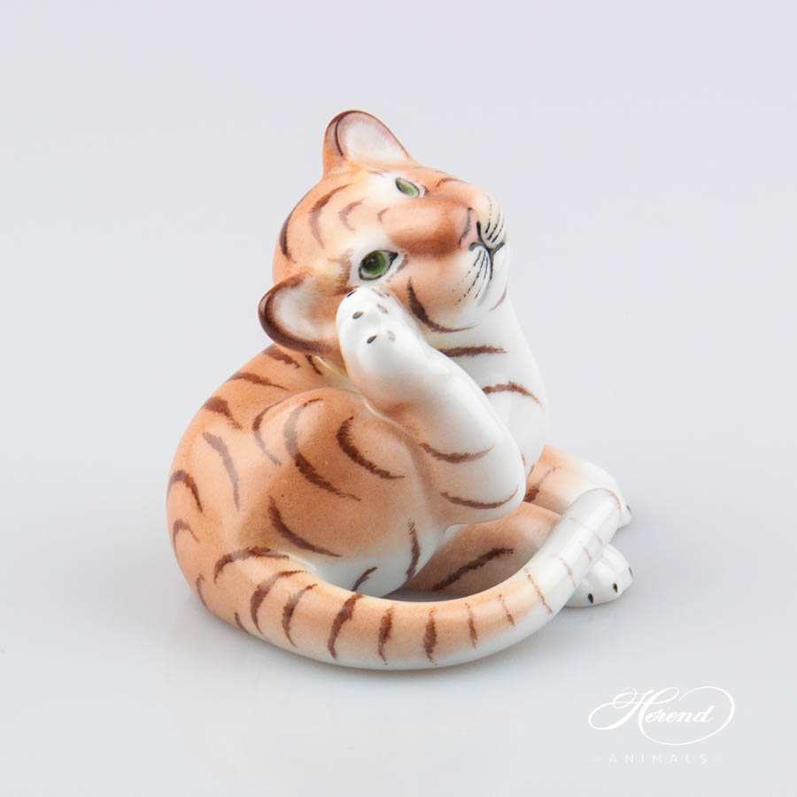 "Cat with Ribbon 15319-0-00 MCD Naturalistic decor. Herend Fine china animal figurine. Hand painted. Height: 11.8 cm (4.75""H)"